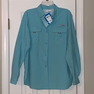 New with tags Women's button down pfg shirt. Sz L